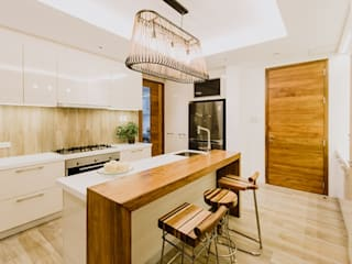 Modern kitchen by Living Innovations Design Unlimited, Inc. Modern