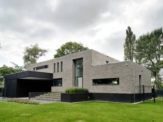 Vooraanzicht: moderne Huizen door BB architecten