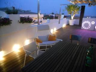 Roof Signum Contract Balcone, Veranda & Terrazza in stile moderno