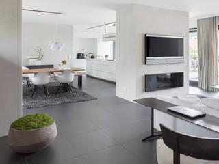 Wohnen-Essen-Kochen: moderne Esszimmer von habes-architektur