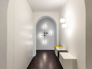 Casa G: Ingresso & Corridoio in stile  di Paola Maré Interior Designer, Moderno