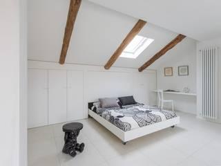 La mansarda Camera da letto moderna di Paola Maré Interior Designer Moderno
