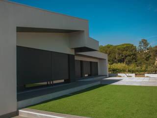 Moradia Unifamiliar BMCP: Casas unifamilares  por 2FCS - Arquitectura e Decoração,Moderno