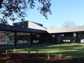 Casa do Vale dos Sobreiros: Casas minimalistas por Hugo Pereira Arquitetos