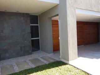 Casa M-25: Casas unifamiliares de estilo  por Estudio D3B Arquitectos