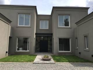 CASA EN TORTUGAS CC-FACHADA FRENTE: Casas unifamiliares de estilo  por Estudio Dillon Terzaghi Arquitectura