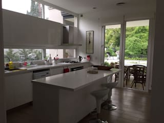 CASA EN TORTUGAS CC: Muebles de cocinas de estilo  por Estudio Dillon Terzaghi Arquitectura - Pilar