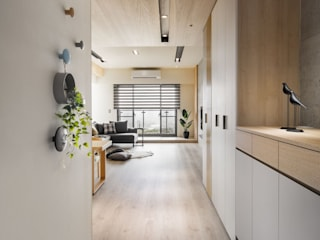 Pasillos, vestíbulos y escaleras de estilo escandinavo de 極簡室內設計 Simple Design Studio Escandinavo