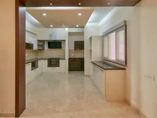 Wood finish kitchen Modern kitchen by homify Modern
