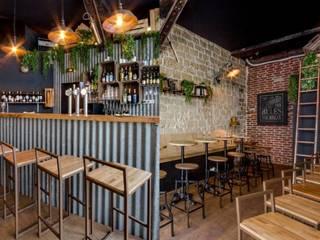 SOPHOMORE: Bares y Clubs de estilo  de MisterWils - Importadores de Mobiliario y departamento de Proyectos., Industrial