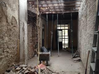 Iglesia San Dionisio: Salones de estilo  de MALBArquitectos
