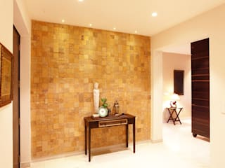 Saloni Narayankar Interiors Ingresso, Corridoio & Scale in stile moderno