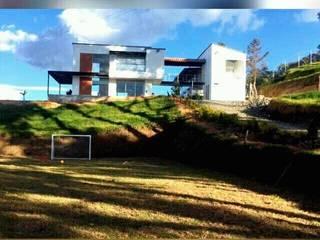 Casa Del Rio Casas de estilo rural de La Caja De Herramientas - Taller de Arquitectura Rural