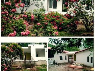 Casa Toro: Casas campestres de estilo  por La Caja De Herramientas - Taller de Arquitectura
