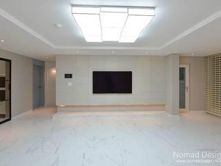 39평 대동황토방 아파트 - 양산: 노마드디자인 / Nomad design의  거실