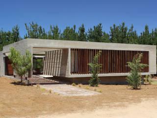 Minimalistyczne domy od Besonías Almeida arquitectos Minimalistyczny