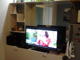 Grand Midori-Makati: modern Living room by marcdeco