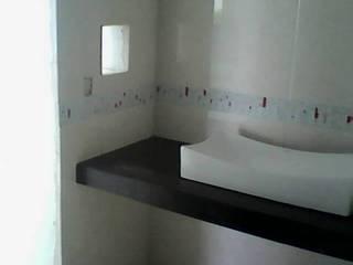 Bathroom by INSTALACIONES MENDOZA, Modern