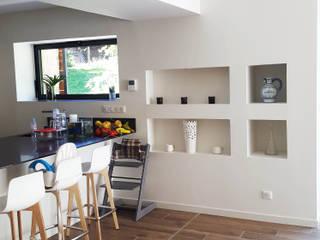 Maison à Landouge: Cuisine de style  par Jean-Paul Magy architecte d'intérieur
