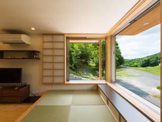 Salas multimedia de estilo  de 株式会社かんくう建築デザイン, Ecléctico