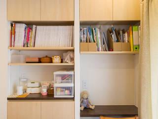 収納+カウンター机: 株式会社かんくう建築デザインが手掛けたダイニングです。,