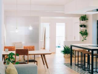 Reforma integral de vivienda en Elche Comedores de estilo minimalista de Oslätt Minimalista