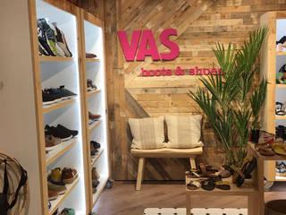 Proyecto tienda de zapatos Espacios comerciales de estilo moderno de Oslätt Moderno