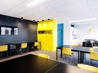 ESPACE DE COWORKING WEBUP SPACE Espaces de bureaux modernes par AGENCE DEL IN Moderne