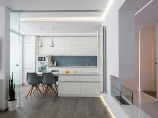 Modern kitchen by torradoarquitectura Modern