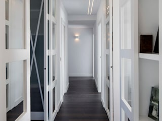 Modern Corridor, Hallway and Staircase by torradoarquitectura Modern