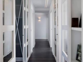 Modern corridor, hallway & stairs by torradoarquitectura Modern