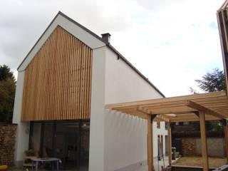 Mehrfamilienhaus von EC-BOIS, Modern