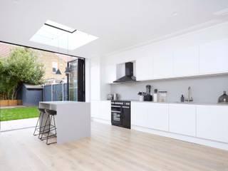 SW House Dapur Modern Oleh Studio AVC Modern
