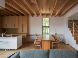 福津の家: 柳瀬真澄建築設計工房 Masumi Yanase Architect Officeが手掛けたダイニングです。