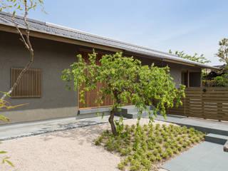 Front yard by 柳瀬真澄建築設計工房 Masumi Yanase Architect Office, Modern