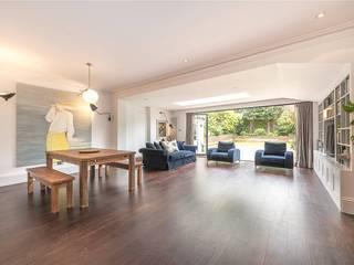 Ruang Makan oleh House Renovation London Ltd, Modern