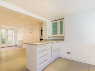 House renovation Redcliffe Gardens SW10:  Built-in kitchens by House Renovation London Ltd