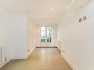 House renovation Redcliffe Gardens SW10:  Corridor & hallway by House Renovation London Ltd