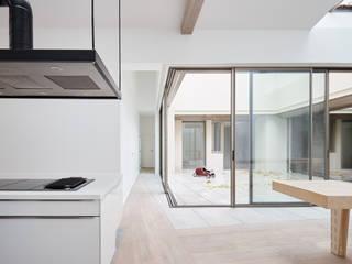 Modern Dining Room by ATELIER JMCA Modern