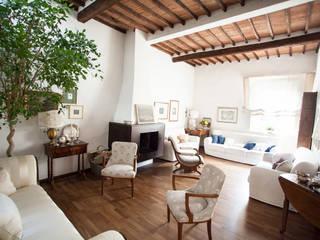 Ingresso & Corridoio in stile  di duesudue, Classico