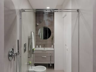 Modern bathroom by MINIMArchitetti Modern