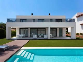 Vivienda en el Mediterráneo: Casas unifamilares de estilo  de SGM Arquitectura