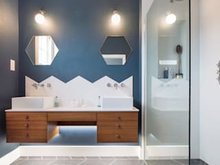 Bathroom:  Bathroom by TAS Architects, Modern