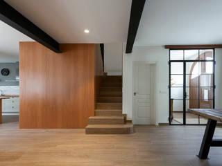 Casa de Ontem: Escadas  por Raul Garcia Studio,Mediterrânico