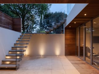 Sunken courtyard TAS Architects Modern garden