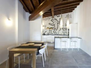Via Dandolo Cucina moderna di Silvana Barbato Moderno