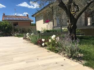 Jardines de estilo mediterráneo de Au dehors Studio. Architettura del Paesaggio Mediterráneo