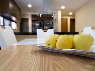 Phòng ăn phong cách hiện đại bởi Parametrica Hiện đại