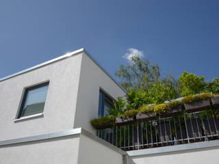 Hinterhofensemble in Köln Grotegut Architekten Mehrfamilienhaus Weiß