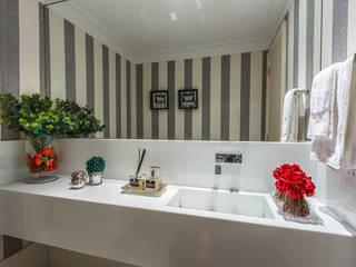 DUE Projetos e Design Salle de bain minimaliste Granite Gris